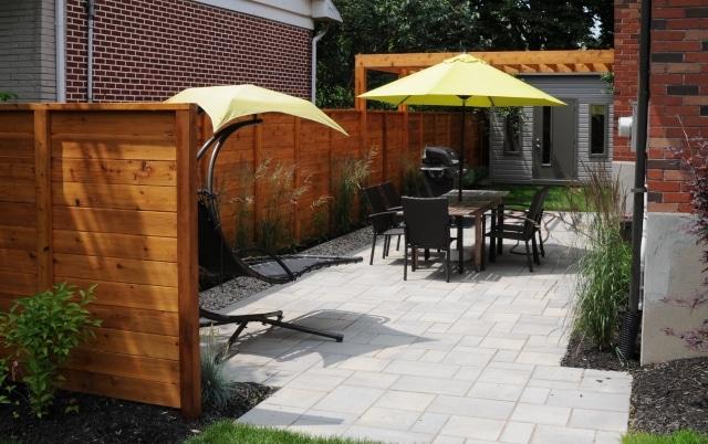 Comment intégrer les murs et les écrans extérieurs à mon jardin?